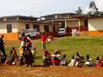 burundihospitalchildrenoutside